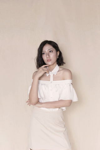 BACK-ORDER : Off Shoulder Shirt in White