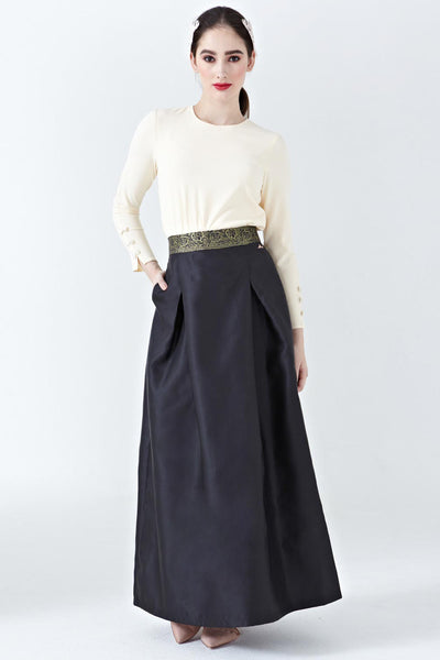 Daisi High-Waisted Maxi Skirt in Black
