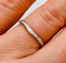Load image into Gallery viewer, Ladies wedding band - the Genevieve band