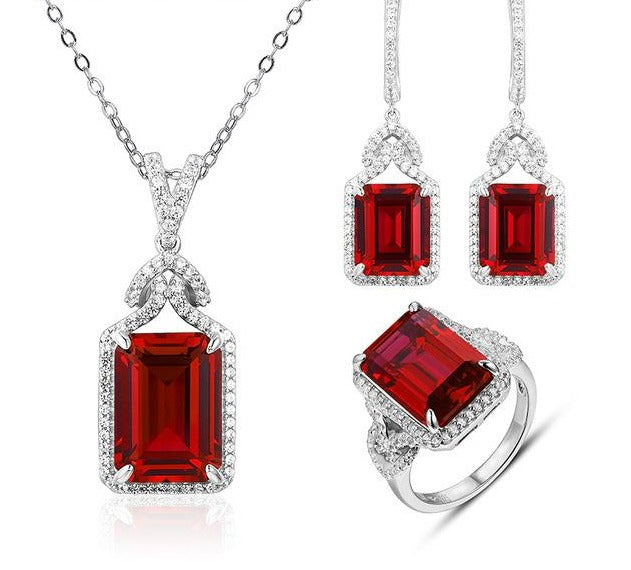 Ruby jewelry set (26 Carats). Necklace, earrings & ring