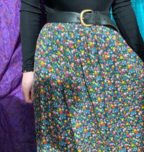 Load image into Gallery viewer, Beautiful Floral 70's Maxi Skirt