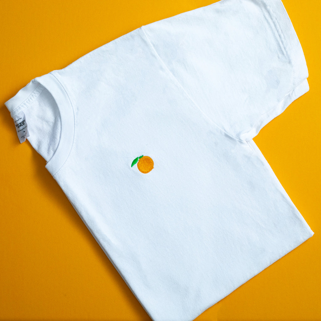 White everybody.word t shirt with embroidered peach
