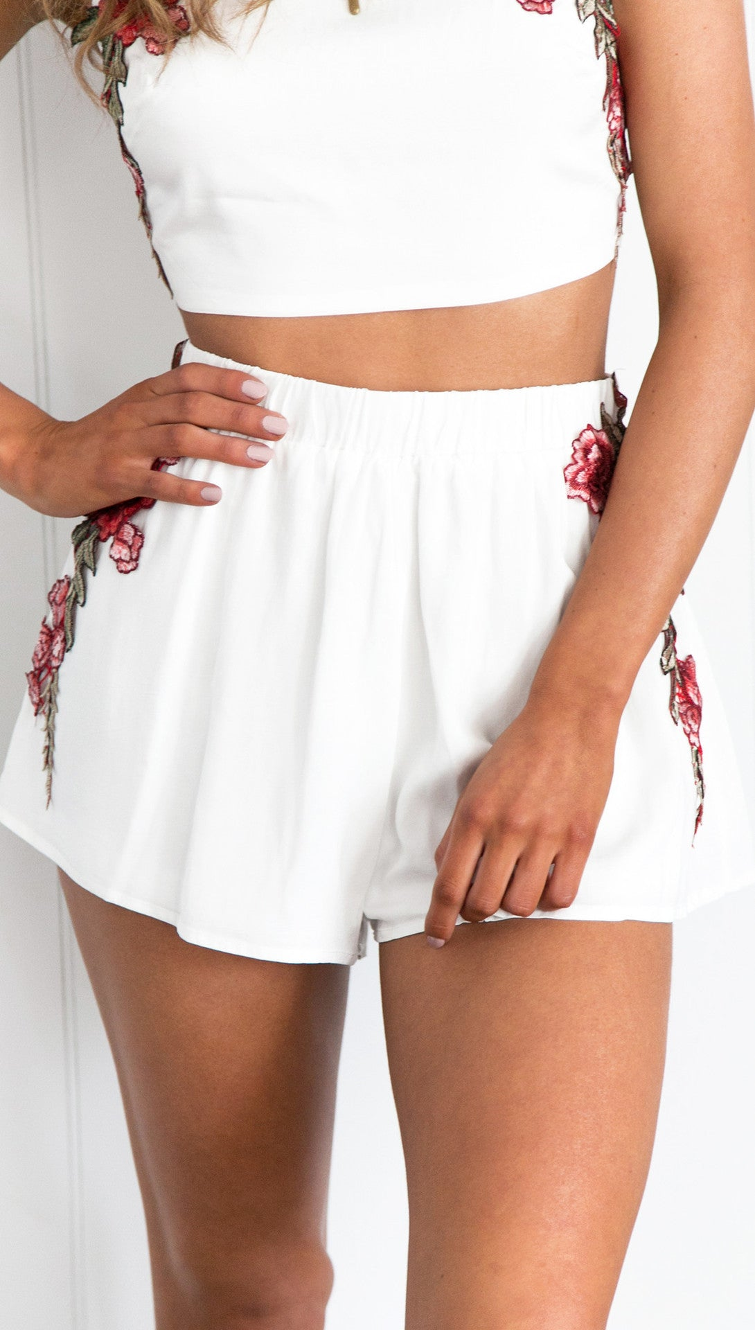 Wish Hot Sale White Flower Embroidered Top and Skirt Two-Piece Set