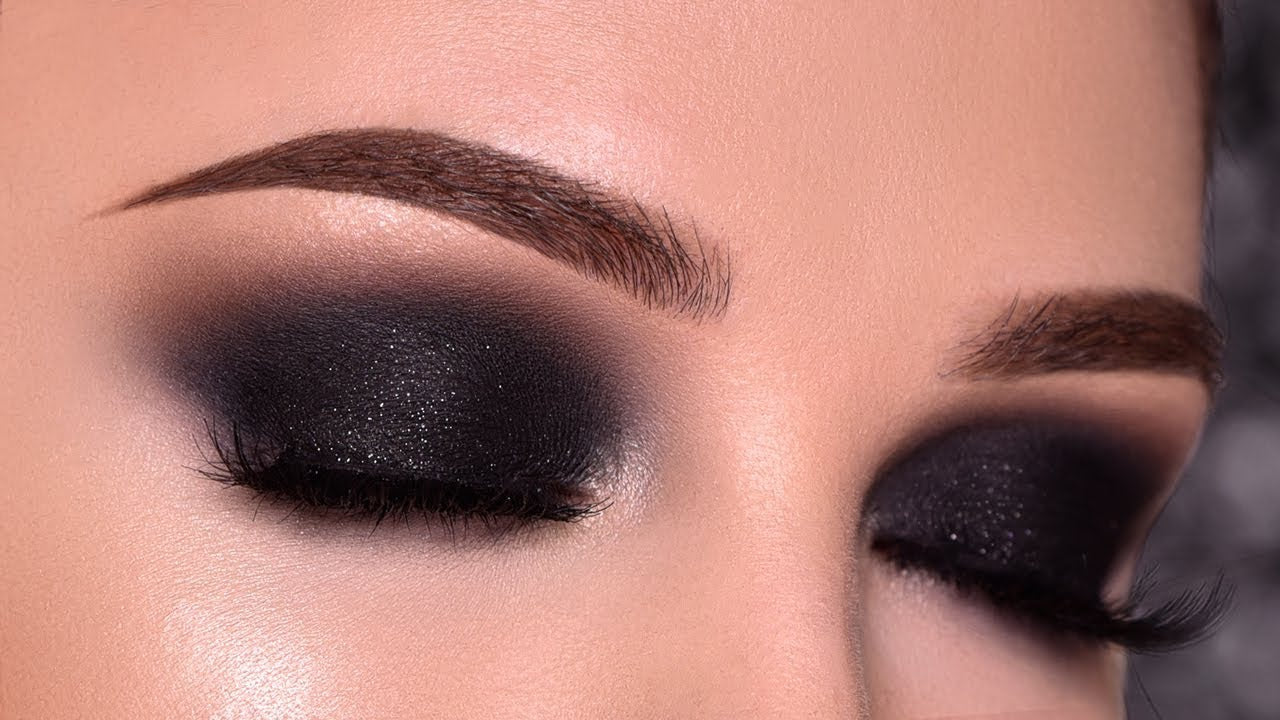 A step-by-step guide to creating an appealing smokey eye look