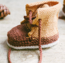 Load image into Gallery viewer, Baby Duck Booties