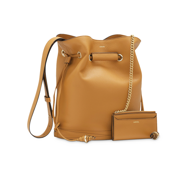 LE HUIT BUCKET BAG LARGE CAMEL