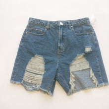 Load image into Gallery viewer, Signature Womens Shorts Size 7/8
