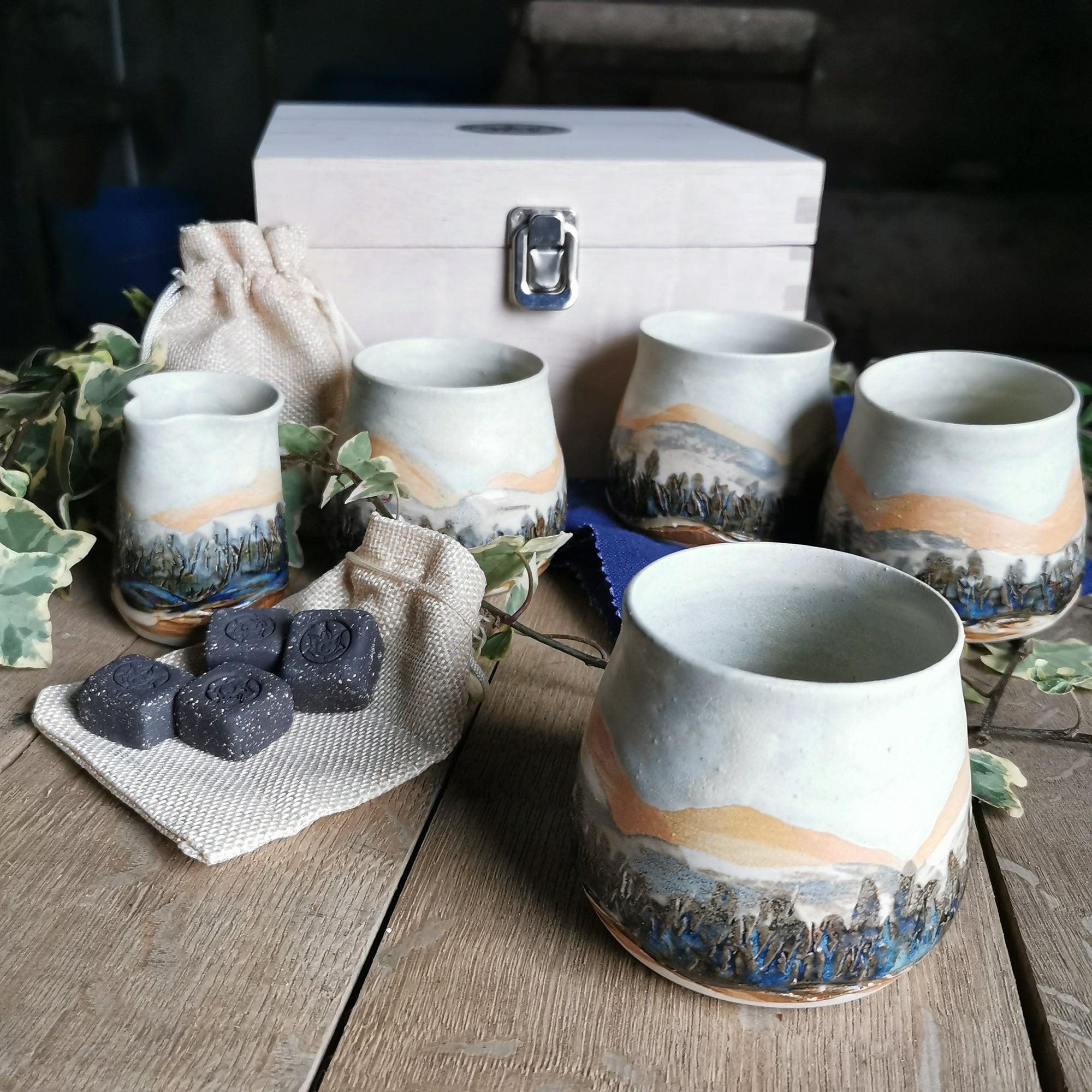 Set of 4 Vessels With Jug and Whiskey Stones
