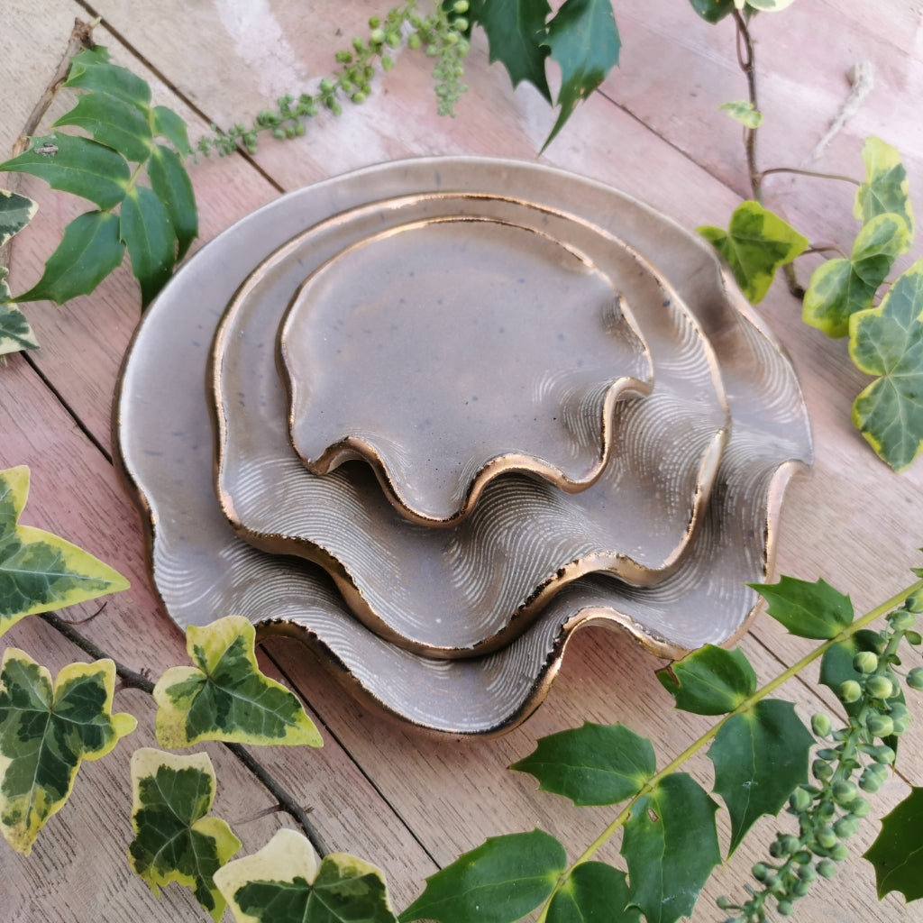 Wavy Shell Serving Plates With Gold