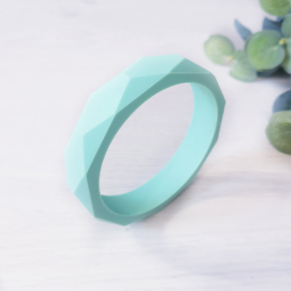 Geometric teething bangle - Mint.