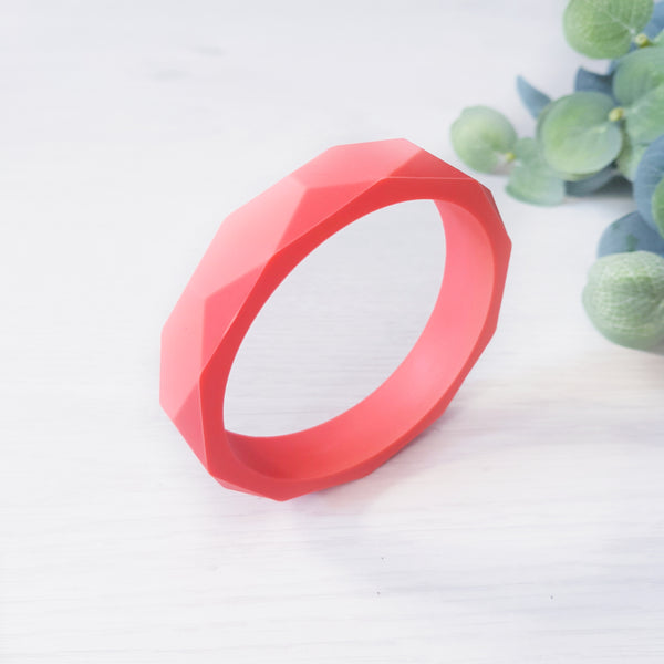 Geometric teething bangle - Coral.