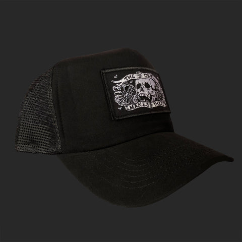 Skull and poppies trucker hat