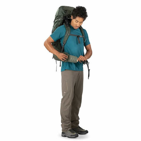 Osprey Volt 60 Litre Hiking Mountaineering Backpack Conifer Green fit on the fly hipbelt in use