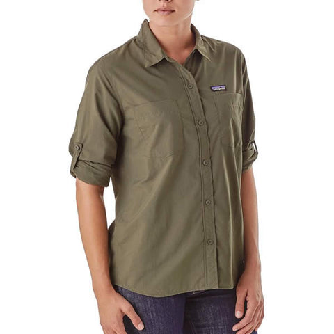 Patagonia Womens Long Sleeve Anchor Bay Shirt Lightweight Quick Dry Travel Shirt in use front view