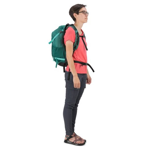 Osprey Hikelite 26 Litre Ventilated Daypack in use side view