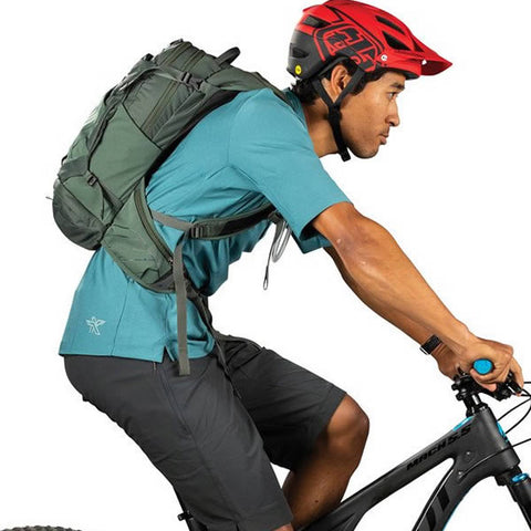 Osprey Raptor 14 Litre Men's Hydration Pack in use