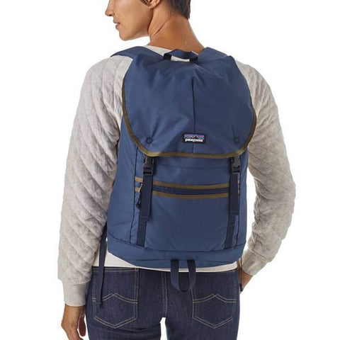 Patagonia Arbor Classic Pack 25 Litre Classic Navy in use