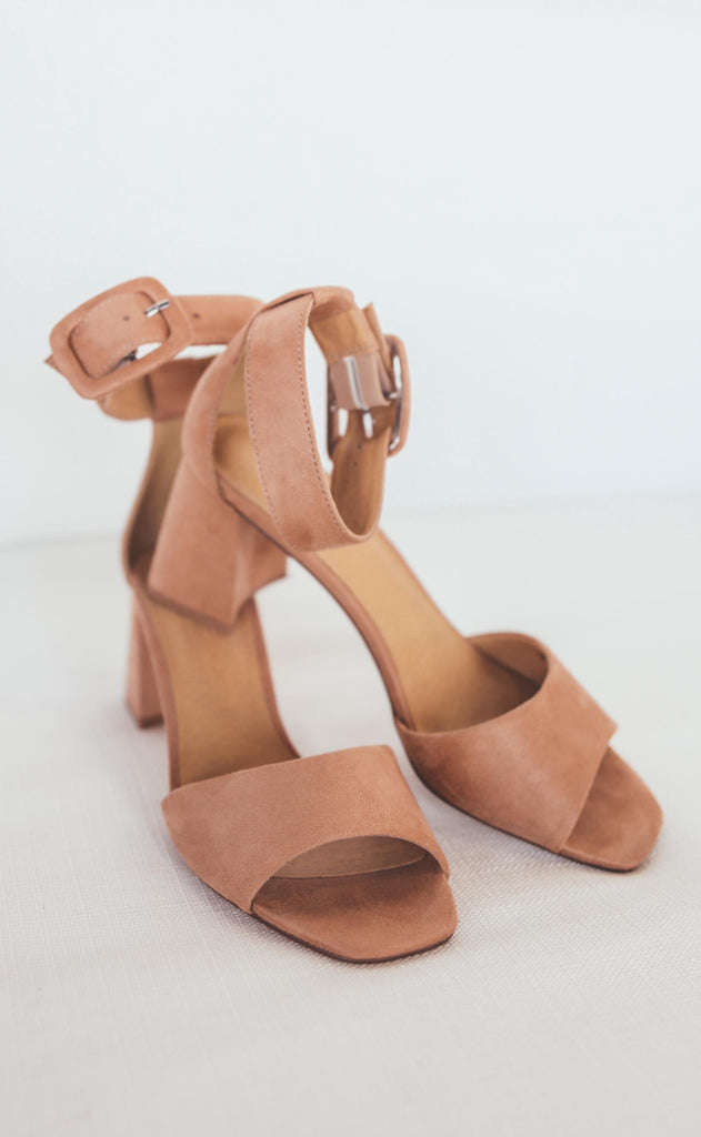 chinese laundry: yova ankle strap sandal - sunkiss nude