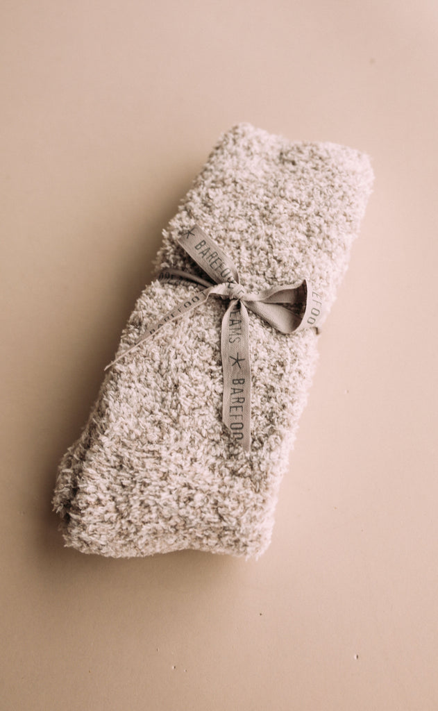 barefoot dreams: cozychic heathered socks - oyster