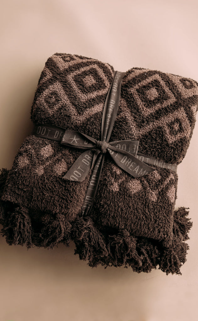 barefoot dreams: cozychic topanga adult throw - cocoa