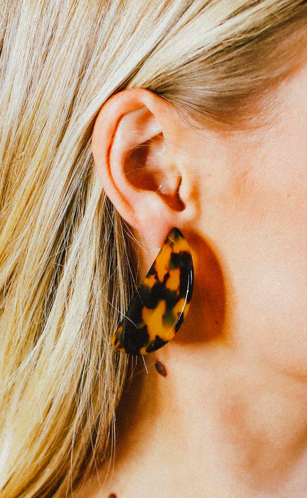 semicircle tortoise earrings