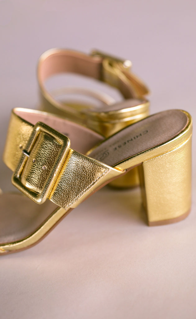 chinese laundry: yippy strappy heel - gold