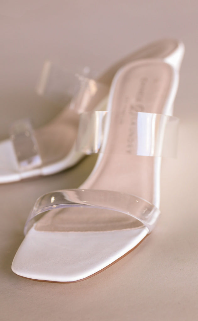 chinese laundry: tann wedge - white