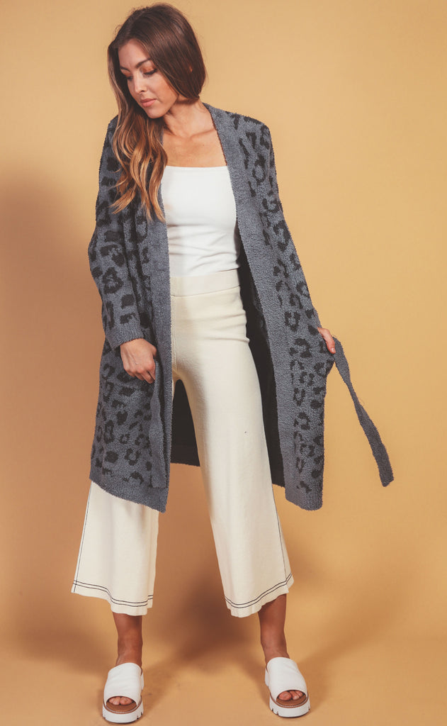 barefoot dreams: cozychic in the wild robe - graphite/carbon