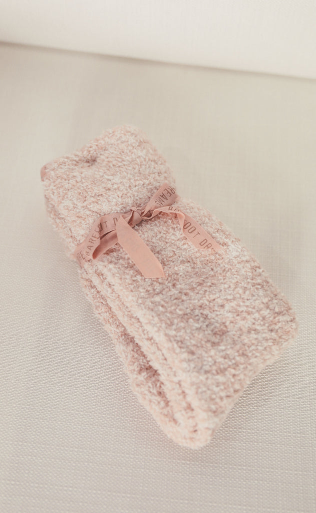 barefoot dreams: cozychic heathered socks - dusty rose/white
