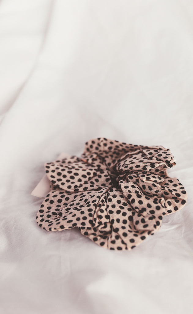kitsch: brunch scrunchie - dot