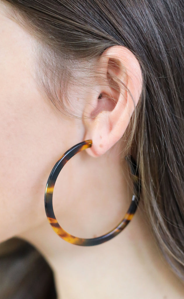 tortoise resin hoop earrings