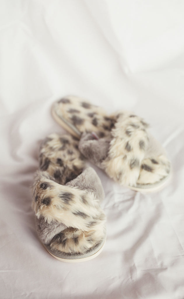 cozy up fur slippers - grey