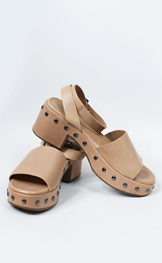 seychelles: spare moments platform sandals - tan