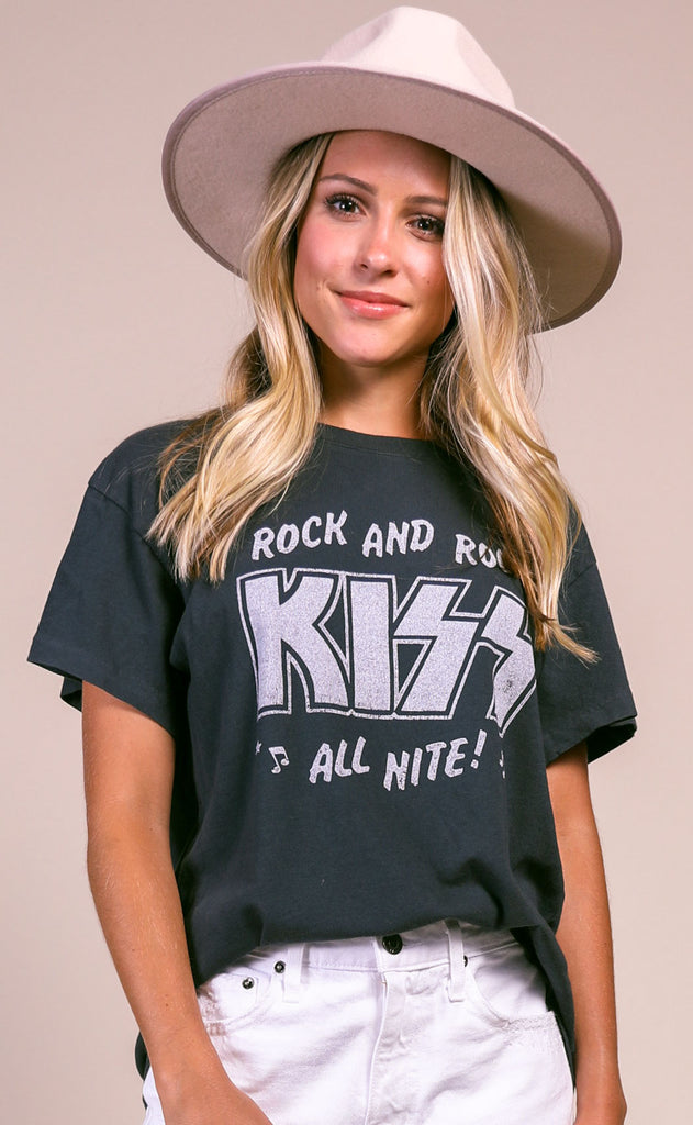 daydreamer: tour tee - kiss all nite