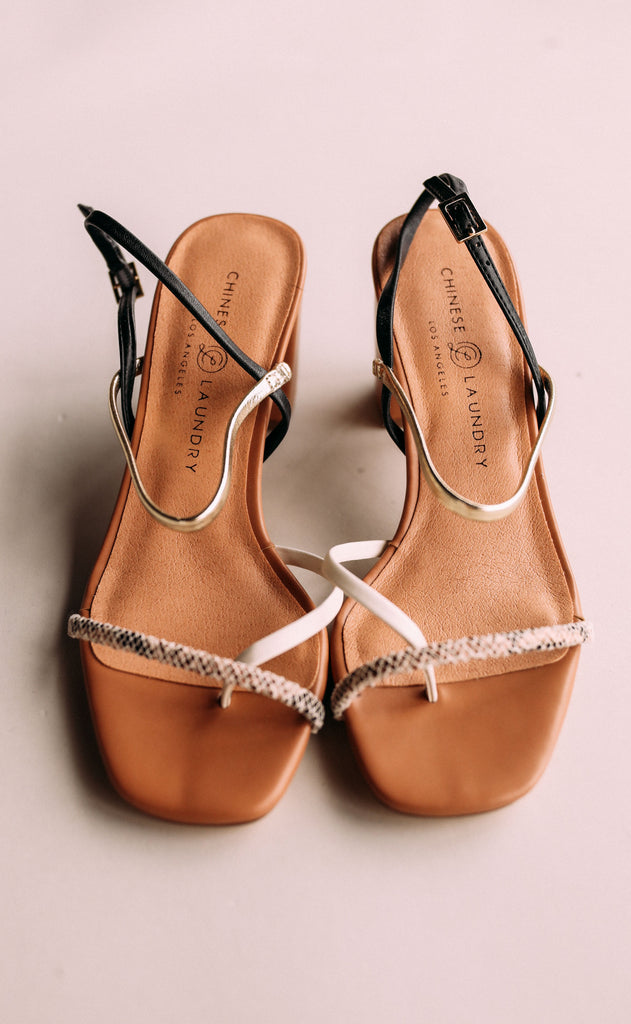 chinese laundry: yanna sandal - gold/black