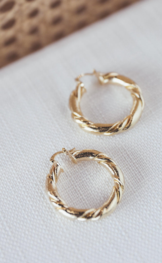 bracha: tahiti medium hoop earrings
