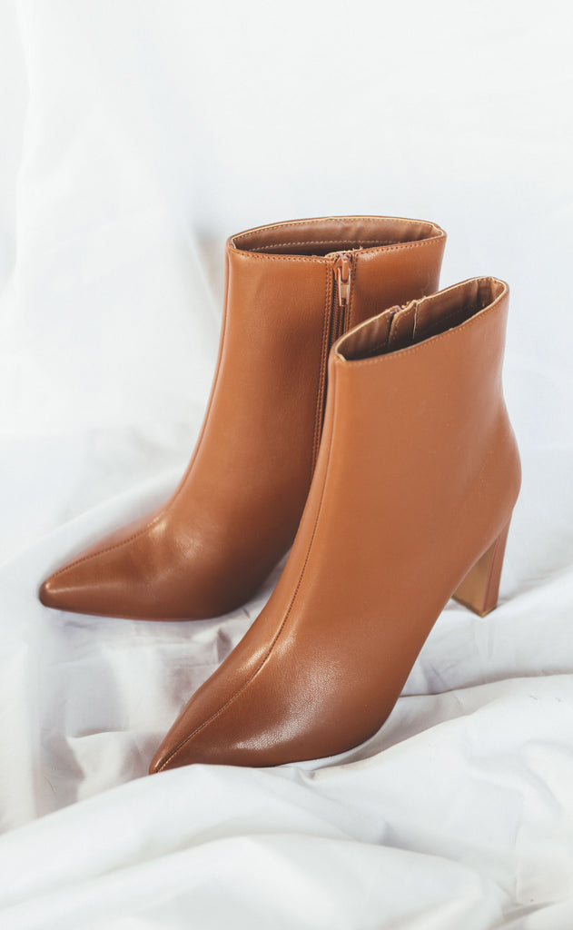 chinese laundry: erin bootie - camel