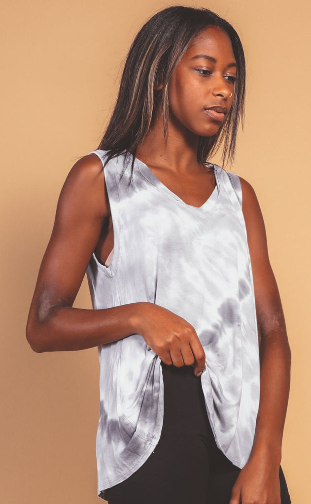 blurred lines tie dye v-neck tank - greyscale