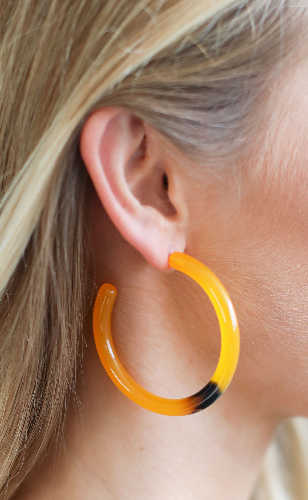 chunky tortoise hoop earrings