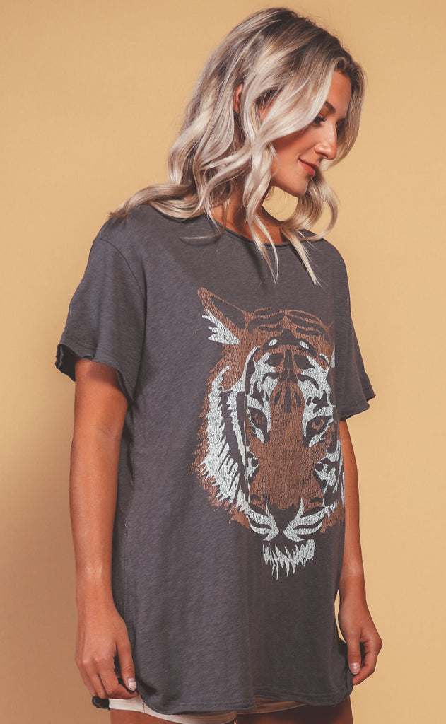 show me your mumu: airport tee - tiger head graphic