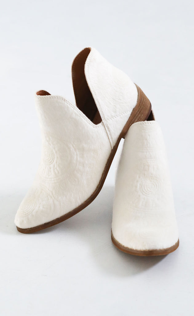 perfectly patterned cutout bootie - ivory