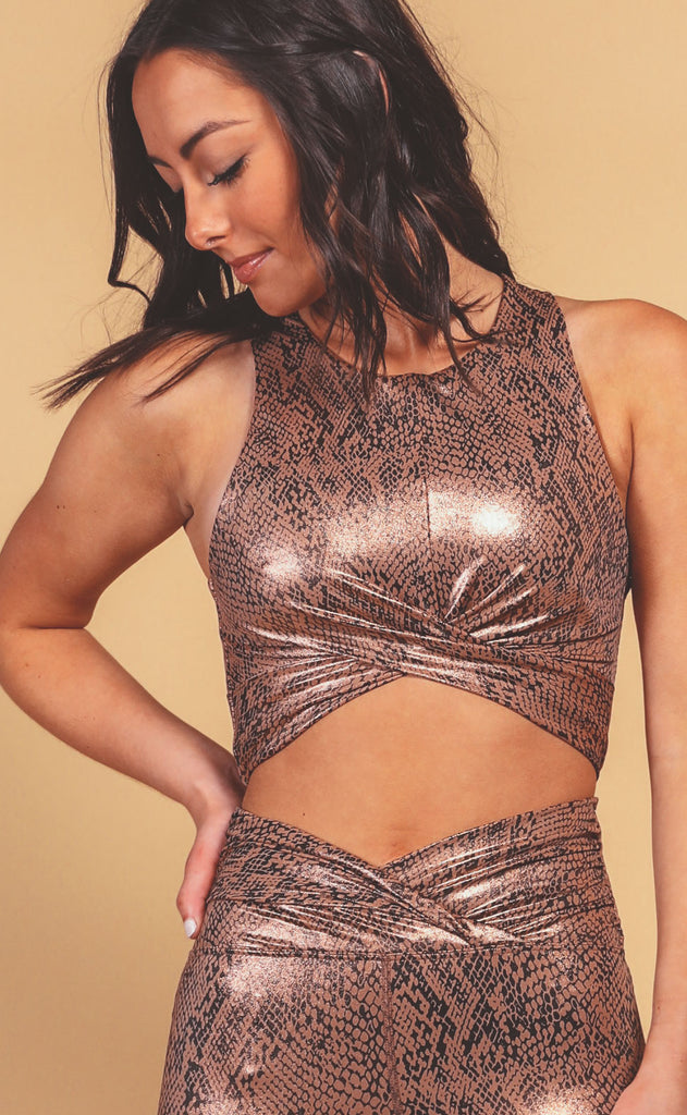 beach riot: riot shine crop top - rose gold snake