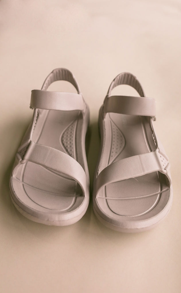 on the go sandals - light grey