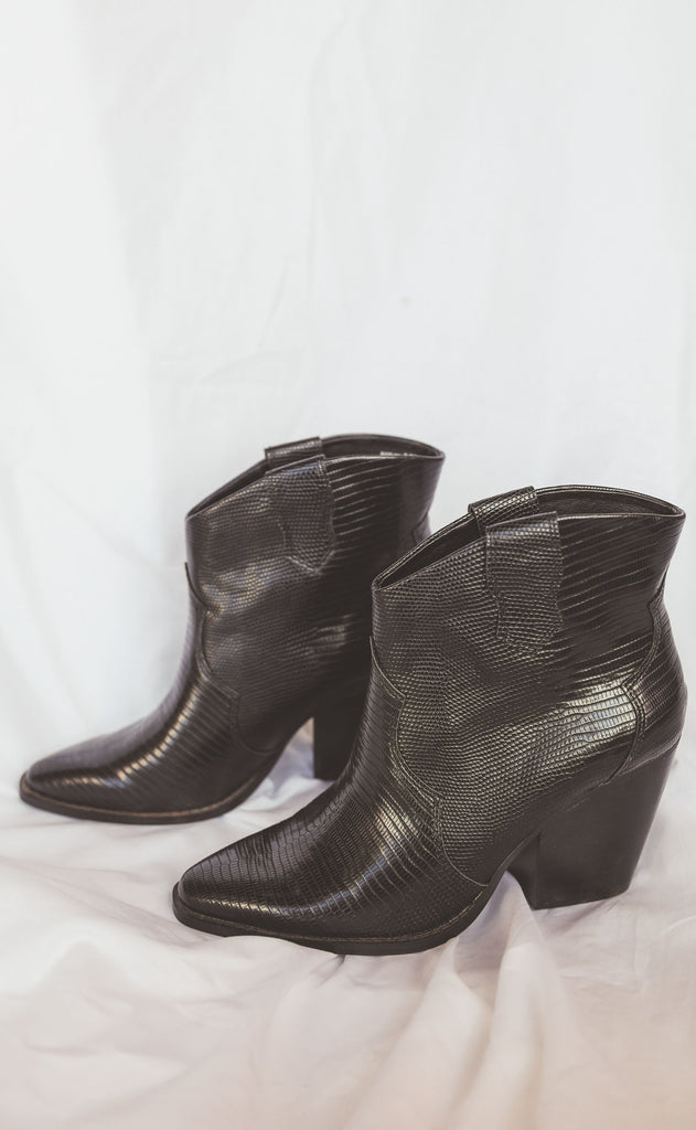 chinese laundry: bonnie bootie - black
