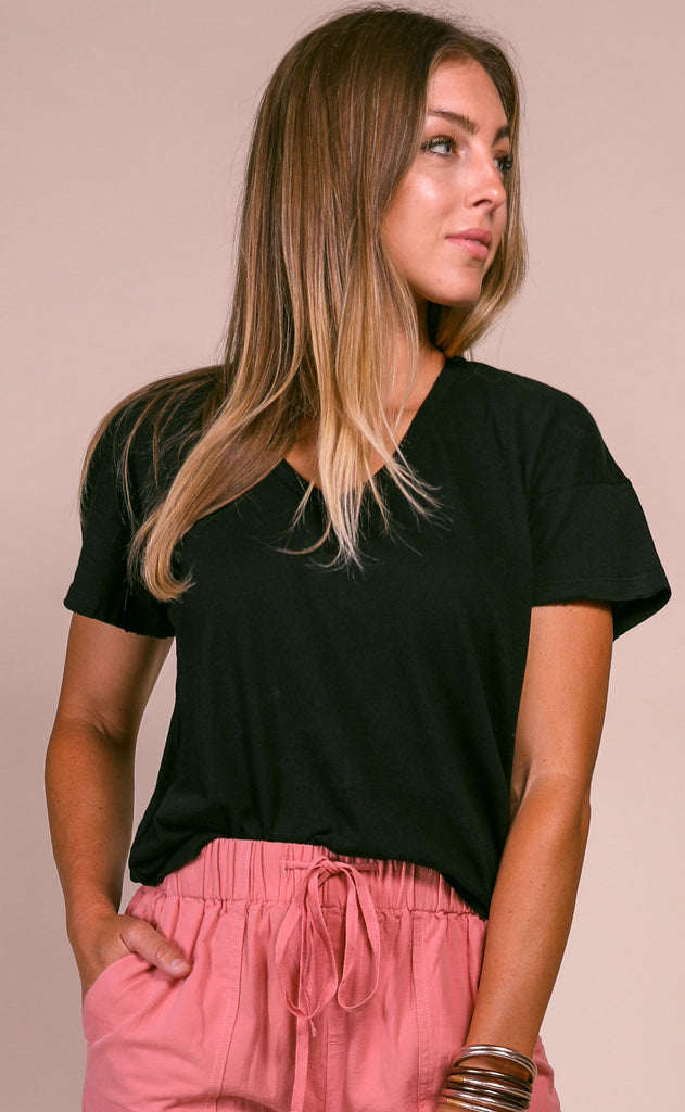 wildfox: chrissy v-neck tee - clean black