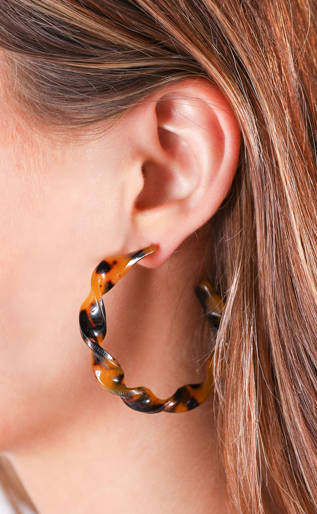 twisted hoop earrings - brown
