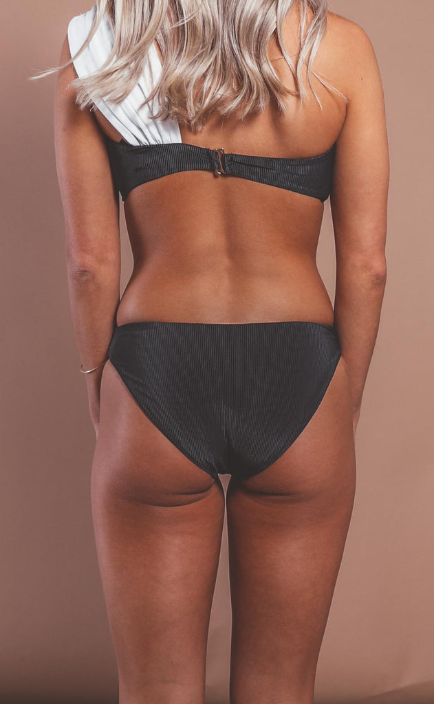 beach riot: chelsea bottom - black/white