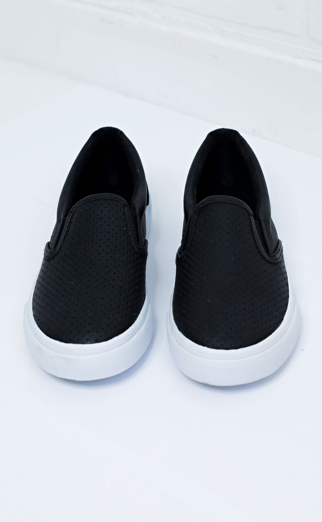 keepin' things casual sneaker - black