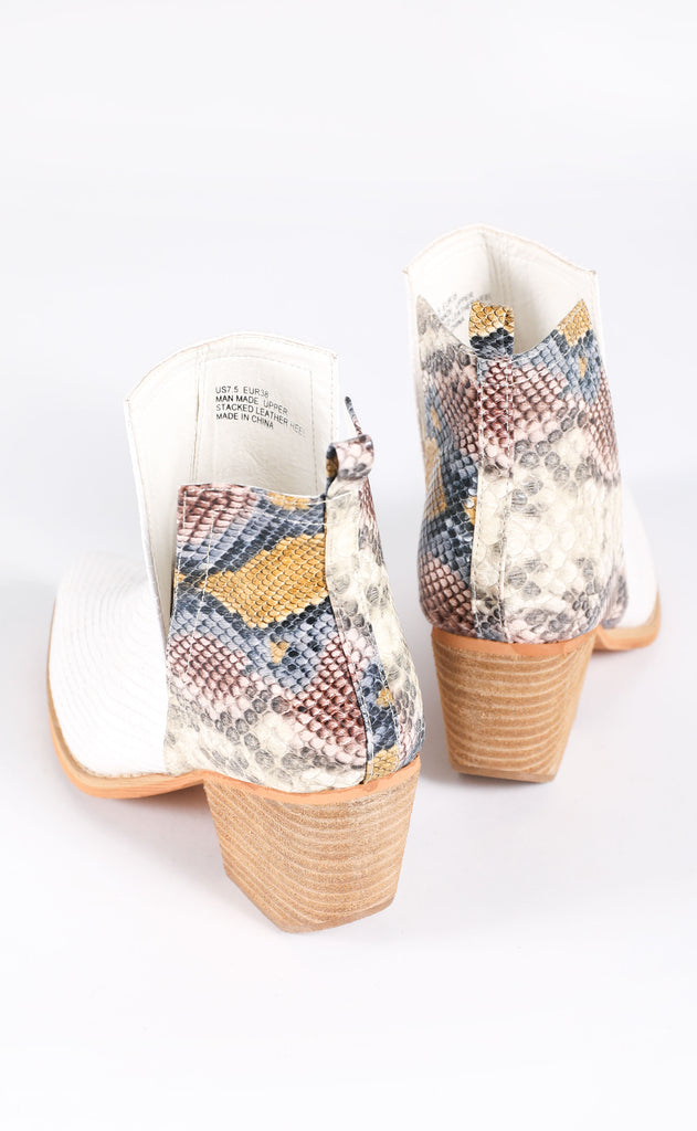steppin' out bootie - white