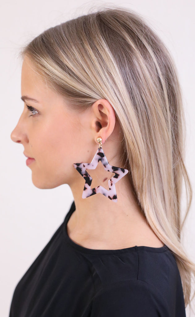 mayberry star cutout statement earrings - black tortoise